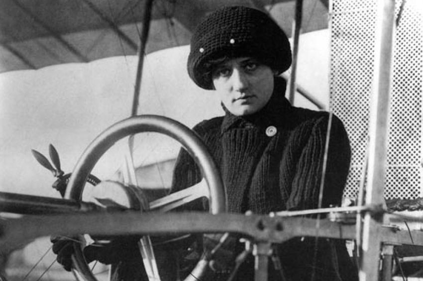 8 martie 1910 – o franțuzoaică devine prima aviatoare a lumii